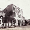 <!--:da-->Ruinerne af Købmand Jepsens gård, 1864.<!--:--> <!--:de-->Ruinen von Kaufmann Jepsen Hof 1864.<!--:--> <!--:en-->Ruins of Merchant Jepsen's house, 1864.<!--:-->